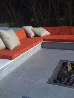 168 photos of Outdoor Bench Ideas. Find ideas as well as motivation for Outdoor Bench Ideas to add to your very own home Concrete Patios, Concrete Bench, Banquette Seating, Patio Seating, Garden Seating, Outdoor Furniture Inspiration, Outside Benches, Sunken Patio, Sunken Garden