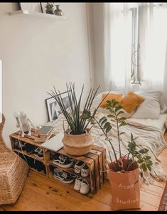 A room should never allow the eye to settle in one place. It should smile at you and create fantasy home decor decoration salon decoration interieur maison Room Ideas Bedroom, Home Bedroom, Bedroom Decor, Wholesale Home Decor, Boho Room, Room Goals, Aesthetic Bedroom, Home And Deco, Dream Rooms