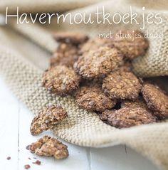 Gevaarlijk lekkere havermoutkoekjes die je niet kunt weerstaan. We maken dit havermoutkoekjes recept met dadel. De koekjes bevatten daardoor minder suiker.