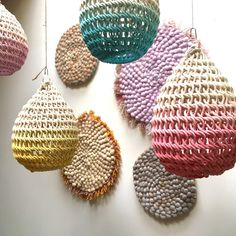 Timeless, the Cocoon is a macrame style lamp handmade by the designer Annie Legault. Wire Weaving, Basket Weaving, Lampe Crochet, Doily Art, Knit World, Knitting Club, Cocoon, Textiles, Crafts To Do