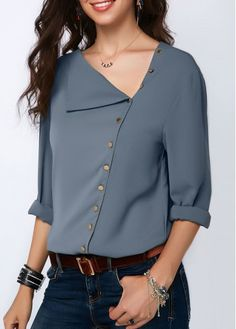 Stylish Tops For Girls, Trendy Tops, Trendy Fashion Tops, Trendy Tops For Women Blouse Styles, Blouse Designs, Casual Outfits, Fashion Outfits, Cheap Fashion, Blouse Outfit, Shifon Blouse, Mode Hijab, How To Roll Sleeves