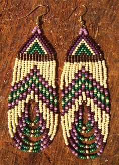 Seed bead earrings - change the colors and this could easily be Nole earrings Beaded Earrings Patterns, Seed Bead Patterns, Beading Patterns, Seed Bead Jewelry, Seed Bead Earrings, Fringe Earrings, Seed Beads, Bead Crafts, Jewelry Crafts