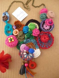 Joyas de ganchillo: fotos collares DIY - Collar de ganchillo colores