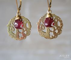 Organica earrings in vermeil and ruby. Available at: www.facebook.com/ateliergabymarcos