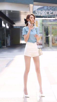 Asian Street Style, Latest Street Fashion, Long Legs, Summer Wear, Asian Fashion, Asian Beauty, White Shorts, Mini Skirts