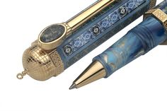 The Tribute to Al Aqsa is also available in its rollerball version.  Al Aqsa's girth, weight and size were engineered so that the pen could be pleasantly and easily handled.