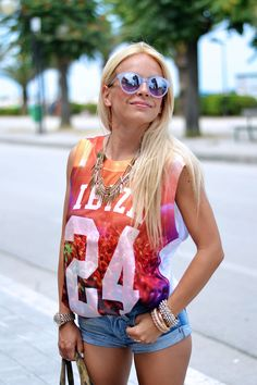 IBIZA vibes! LOve this kind of look wearing NBA top, denim shorts, high wedges and mirrored sunglasses! //www.it-girl.it// #fashion #style #look #cool #girl #itgirl #blondie #outfit #ootd #lookoftheday #fashionblog #fashionista