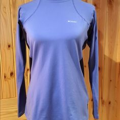 REDUCEDColumbia Omni-Heat Two Tone Blue Make your own heat with this form fitting two tone blue top. It's a large but is snug on purpose. It fits me perfectly and I'm usually a medium. Only worn about 2 times. Perfect condition! Columbia Tops Tees - Long Sleeve