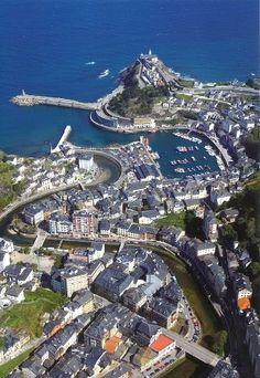 Vista aérea de Luarca in Asturias, Spain