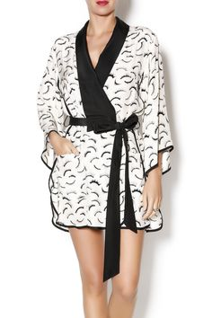 White Eyelash printed robe. Has contrast piping, black oversized collar, and flare sleeves. Sides have scalloped openings. Eyelash Print Robe by Dear Bowie. Clothing - Lingerie & Sleepwear - Sleepwear Missouri