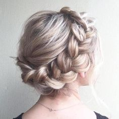 Simple Braided Style If you have long hair, styling a casual crown braid updo is very easy. Pull your strands back for a low braid and make a simple three-strand plait. Wrap around the head… Braided Crown Hairstyles, Box Braids Hairstyles, Summer Hairstyles, Prom Hairstyles, 1950s Hairstyles, Protective Hairstyles, Teenage Hairstyles, Quinceanera Hairstyles, Layered Hairstyles