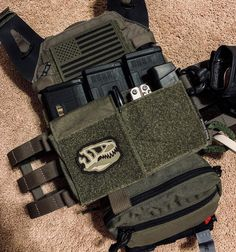 Tactical Wall, Tactical Armor, Military Guns, Military Photos, Shotguns, Firearms, Plate Carrier Setup, Army Vest, Tactical Solutions