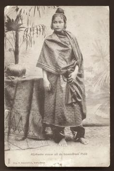 old-indische: Woman ~ Pidie ~ Aceh ~ Sumatera ~ Indonesia ca 1899