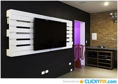 DIY TV Wall Hanger - http://www.clickypix.com/diy-tv-wall-hanger/ diy palette projects, DIY projects, tv shelf