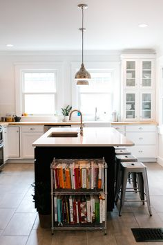 Really love the overall feel of this modern kitchen.