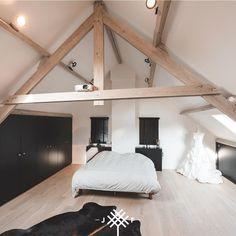 Attic Apartment, Attic Rooms, Attic Spaces, Dream Bedroom, Master Bedroom, Walk In Closet Design, Voordelen Van, Home Fashion, Interior Inspiration