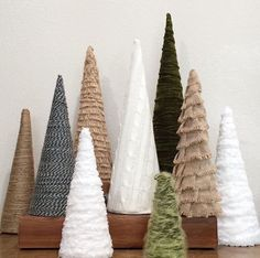 Cone trees and fabric. Wooden Christmas Decorations, Christmas Tree Crafts, Farmhouse Christmas Decor, Homemade Christmas, Rustic Christmas, Christmas Projects, Simple Christmas, Winter Christmas, Holiday Crafts