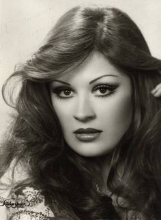 Gülşen Bubikoğlu (born 5 December İstanbul) is a Turkish actress, one of the leading ladies of Turkish cinema in the and into the early Hairstyles With Bangs, Cool Hairstyles, 70s Hair, Hair Icon, Turkish Beauty, Turkish Actors, Beauty Trends, Beautiful People, Beautiful Ladies