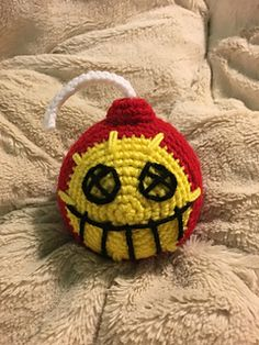 Junkrat Bomb (Overwatch) - free crochet pattern by loopit pullit Crochet Ornaments, Crochet Crafts, Free Crochet, Knit Crochet, Overwatch, Knitting Patterns, Crochet Patterns, Crochet Ideas, Knitting Ideas