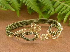Modified Soumak weave bracelet ~ Wire Jewelry Tutorials