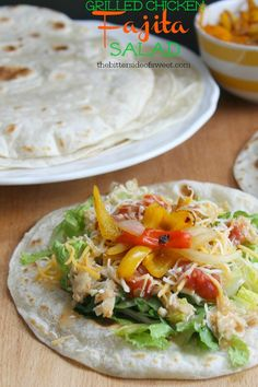 Finding a healthy and easy dinner to feed your family can be hard but try this Grilled Chicken Fajita Salad and they will coming back for more. Fish Recipes, Whole Food Recipes, Chicken Recipes, Dinner Recipes, Turkey Recipes, Salad Recipes, Dinner Ideas, Healthy Foods To Eat, Healthy Recipes