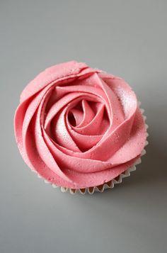 Pink Rose Cupcake | thesmallslicebakery.com