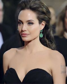 So Lovely Angelina Jolie Angelina Jolie Biography, Angelina Jolie Makeup, Angelina Joile, Angelina Jolie Pictures, Angelina Jolie Photos, Hollywood Actor, Hollywood Celebrities, Hollywood Actresses, Hollywood Fashion