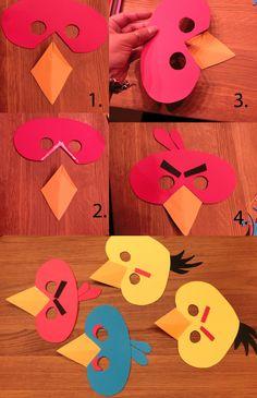 Attach the beaks to the masks. The Children 'll have to do the rest / Masken mit dem Schnabel vorbereiten. Kinder basteln den Rest der Masken.
