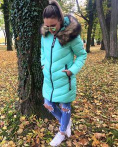 Ako sa Vám páči novinka v podobe tejto zimnej teplúčkej bundičky ? Ja som nou očarená  hlavne tou nádhernou farbou  posledné kusy vo veľkosti SM  Ostatné veľkosti su na objednávku  6490 Využi bleskové doručenie a vytešuj sa z nej na další pracovný deň #new#newcollection#tvojstylfashion#lovemoda#moda#fashioninsta#fashionblogger#dnesnosim#dnesobliekam#slovakiagirl#winteroutfit