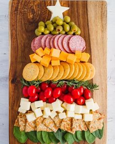 I made this adorably yummy Christmas Tree Cheese and Cracker Tray last year for and it's been my favorite ever since! I'm headed to my second Christmas party of the season tomorrow and I'm brining this! What's your go to holiday party food? Christmas Cheese, Christmas Party Food, Christmas Brunch, Xmas Food, Christmas Cooking, Christmas Goodies, Christmas Desserts, Christmas Treats, Christmas Tree Veggie Tray