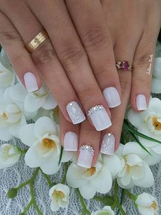 45 fotos de unhas decoradas com flores - passo a passo csillogó körmök, feh Fabulous Nails, Perfect Nails, Gorgeous Nails, Acrylic Nails, Gel Nails, Nail Polish, Bride Nails, Wedding Nails, Trendy Nail Art