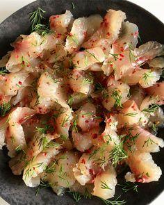 Karkkipäivä! I cured raw whitefish overnight with salt sugar and spices. #siika #graavisiika #itetein #kalastus #pohjaonginta #kotiruokaa #rakkaudestaruokaan #whitefish #fishing #gravwhitefish #beachfishing #angler #legering #foodfromsea #islandlife #ruokaamerestä #lähiruoka #ruokaaläheltä