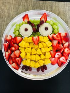 Fruit platter for Owl theme party Veggie Owl, Veggie Tray, Owl Party Food, Baby Owls, Baby Shower Decorations, Platter, Fruit Salad, Trays, Babyshower