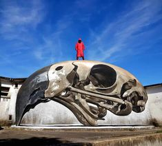Odeith is a street artist from Damaia, Portugal. Odeith makes realistic drawings using graffiti art. 3d Street Art, Street Art Graffiti, Street Artists, Graffiti Artists, 3d Drawings, Realistic Drawings, Transformers, Culture Art, Urbane Kunst