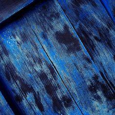 Texture of Wood blue - The iPhone Wallpapers Azul Indigo, Bleu Indigo, Pull Bleu Marine, Le Grand Bleu, Everything Is Blue, Blue Wood, Rustic Blue, Blue Dream, Blue Tones