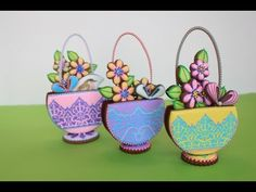 ▶ VIDEO: The second release in Julia M Usher's recently revamped YouTube channel - all the ins and outs of making 3-D stenciled cookie baskets!