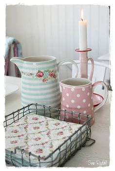 Show Your Family The Greatest Pride – Decorate Your Living Room Using Shabby Chic – Shabby Chic News Shabby Chic Kitchen Decor, Shabby Chic Style, Shabby Chic Furniture, Vintage Kitchen, Rainbow Kitchen, Shabby Cottage, Garden Cottage, Pink Houses, Kitchen Colors