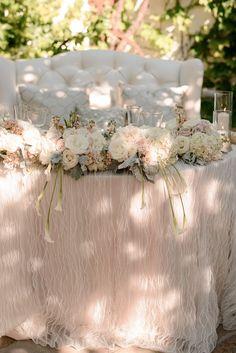 blush vintage wedding sweetheart table decoration ideas #weddingdecor #vintagewedding #weddingideas