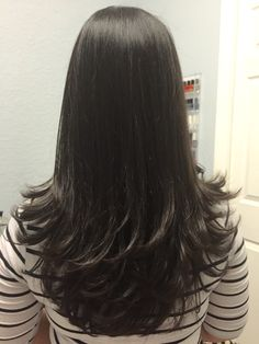 Tired of hair that is weak and brittle? Maybe you're breaking one of these cardinal rules of haircare! Check out these tips for healthy hair. 10 habits for healthy hair Long Layered Haircuts, Haircuts For Long Hair, Long Hair Cuts, Black Ponytail Hairstyles, Hairstyles Haircuts, Party Hairstyles, Wedding Hairstyles, Medium Hair Styles, Short Hair Styles