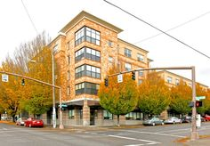 FOR LEASE: 824 SE12th St. Portland.  775 SF Great Storefront Office for Sublease!
