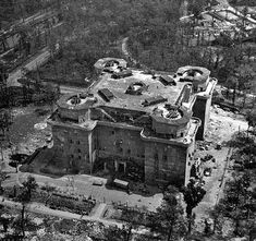 """ The demolition of Berlin's Zoo flak tower, known in german as the Flakturm Tiergarten, Zoo Tower. One of the few flak towers successfully destroyed, as the rest, mostly outside of. Torre Flak, Ligne Siegfried, Luftwaffe, Flak Tower, Photos Originales, Underground Bunker, History Online, Women's History, British History"