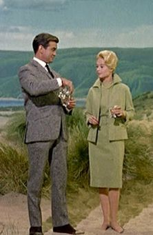 "Tippi Hedren in Edith Head's green suit for Hitchcock's ""The Birds"". Hitchcock Film, Alfred Hitchcock, Tippi Hedren, Suspense Movies, Classic Horror Movies, Iconic Movies, Iconic Dresses, Movie Couples, Cinema"