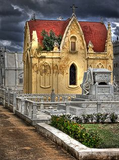 The historic Colón Cemetery is one of the largest burial sites in Latin America, with over 500 tombs and memorials #cubanhistory #cuba #travel