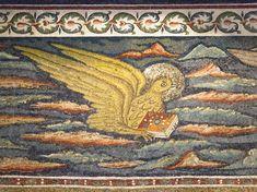 Basilica di Sant'Apollinare in Classe. Il mosaico del registro superiore dell'arco trionfale. L'aquila - Il simbolo dell'Evangelista Giovanni. 535-549
