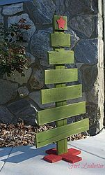 These Christmas pallet trees are a quick and simple way to dress up your front porch for the holidays. Add lights or ornaments to make your tree more festive.[�