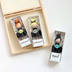 cadeau demoiselle d'honneur pour demander vos copines jour mariage mini cadeaux personnalisés poupées décoratives