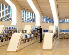 Vennesla Library and Cultural Center (Norway) Vennesla Bibliothek und Kulturzentrum (Norwegen) Public Library Design, Bookstore Design, Kids Library, Modern Library, Public Libraries, Reading Library, Architecture Design, Library Architecture, Bookshelf Design