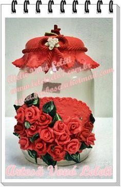 red flowers                                                                                                                                                     Mais