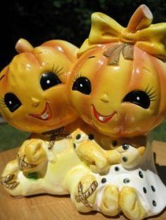 Vintage Lefton Halloween Pumpkin Planter anthropomorphic Jack-o-latern Halloween Kitchen, Retro Halloween, Holidays Halloween, Spooky Halloween, Halloween Treats, Halloween Pumpkins, Happy Halloween, Halloween Decorations, Halloween Toys