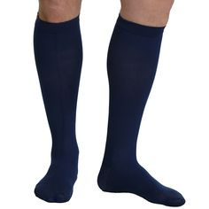 The VIM & VIGR Men's 15-20 mmHg Compression Nylon Moisture Wick Sock will keep your legs fresh and energized throughout your longest shifts. Moisture-wicking fabric keeps perspiration off of the skin, while graduated compression alleviates aching and swelling.